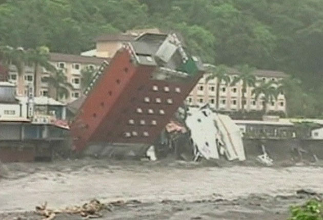Hotel collapses into river as Typhoon Morakot batters China