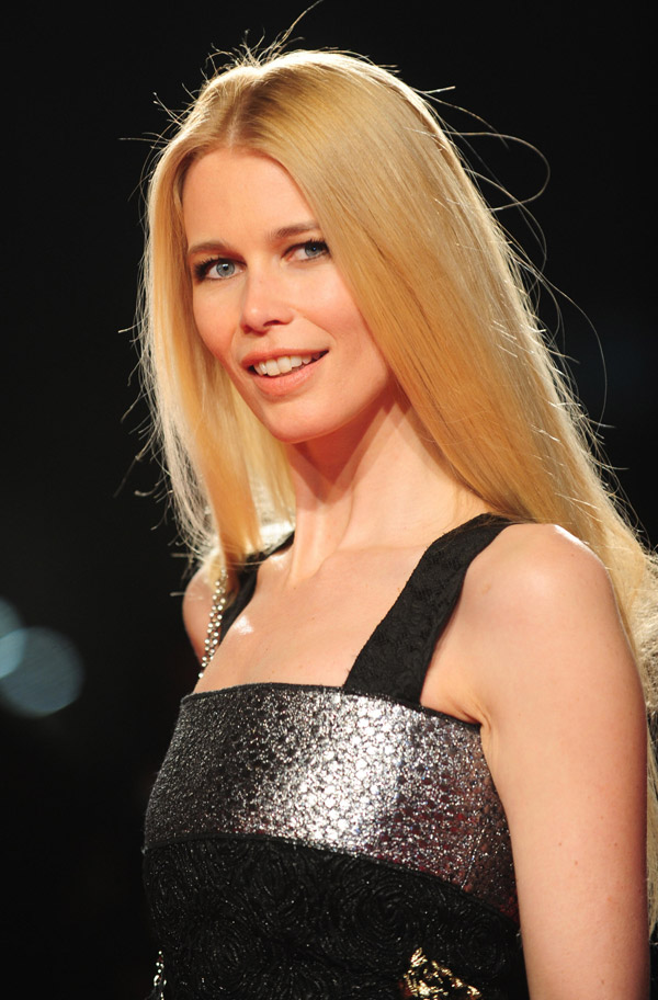 Claudia Schiffer It S Only On A Shoot That I Become Sexy The Independent The Independent