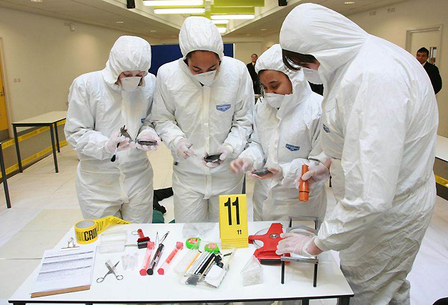 forensic chemistry coursework The pathway to a degree in chemistry with a forensic emphasis is challenging due to the extensive math, physics and forensic-related coursework that is required along with the university's general education requirements, little flexibility or elective coursework exists.