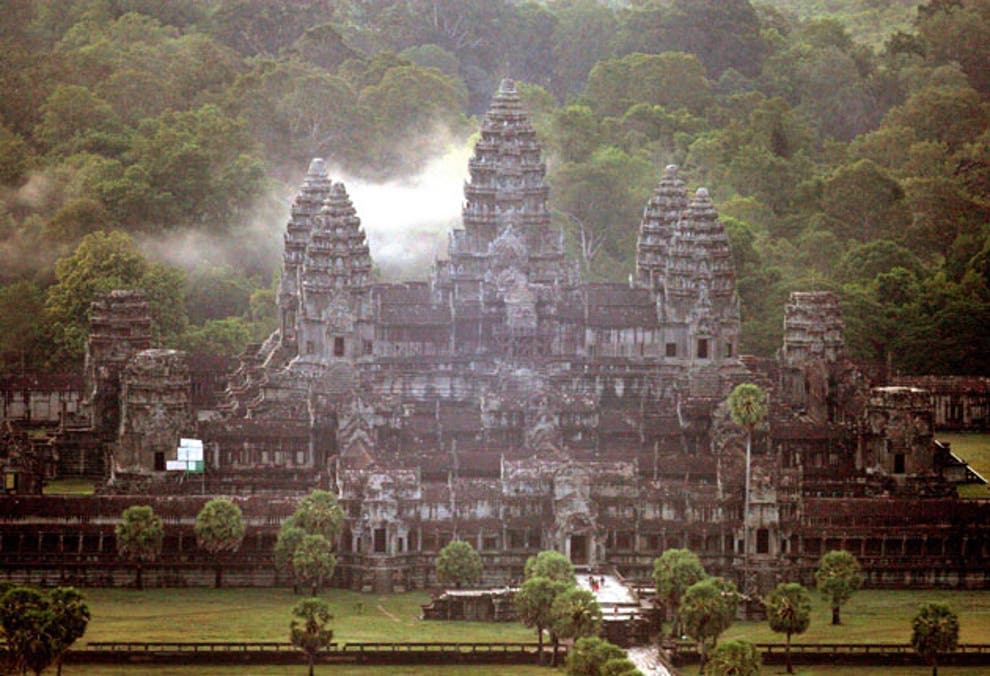 Angkor temple: Tourists in nude photo outrage