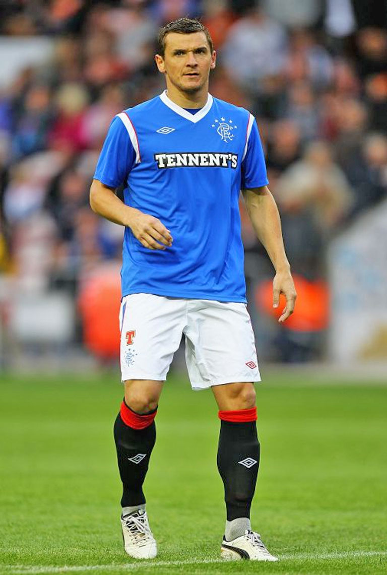 Lee McCulloch has urged Rangers players who have remained at the club so far not to head for the exit door.