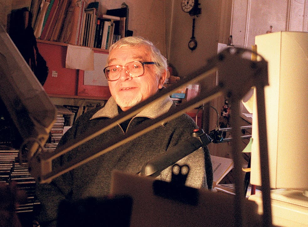 Hoban at work in 1999; one visitor likened his home to a 'junkyard', but he was the most focused of writers