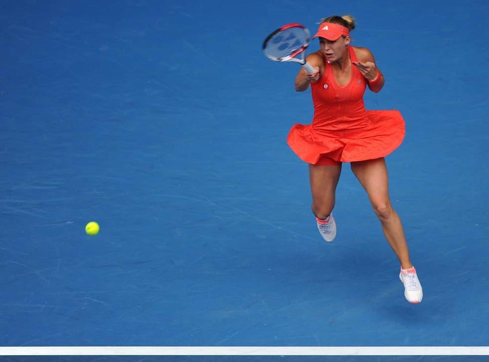 Caroline Wozniacki goes through to the fourth round