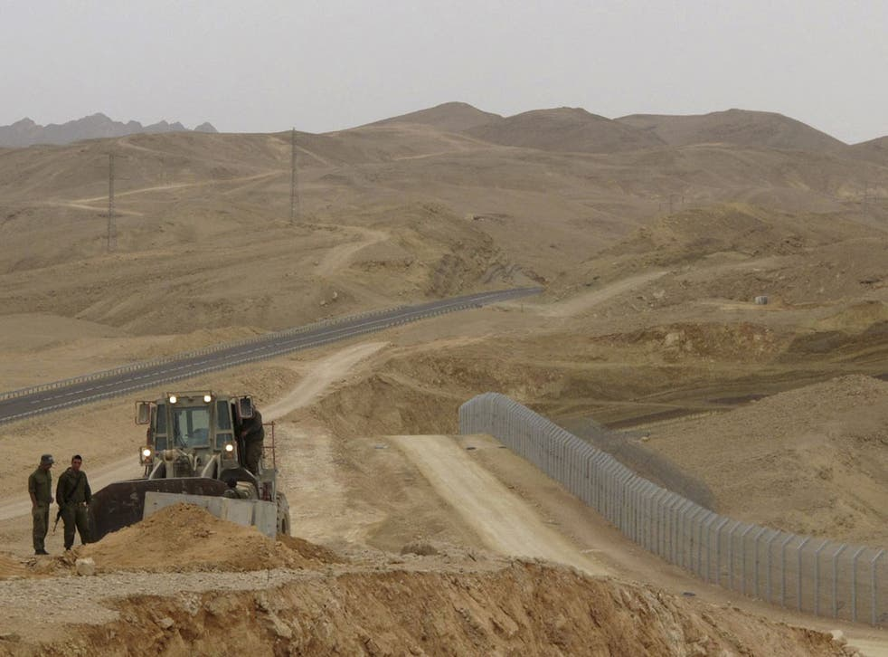 Israel is building a fence to stop migrants crossing from Egypt