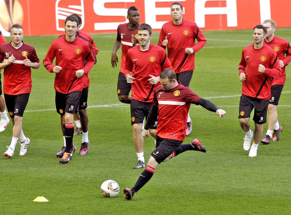 Wayne Rooney leads his Manchester United team-mates in training at San Mames yesterday
