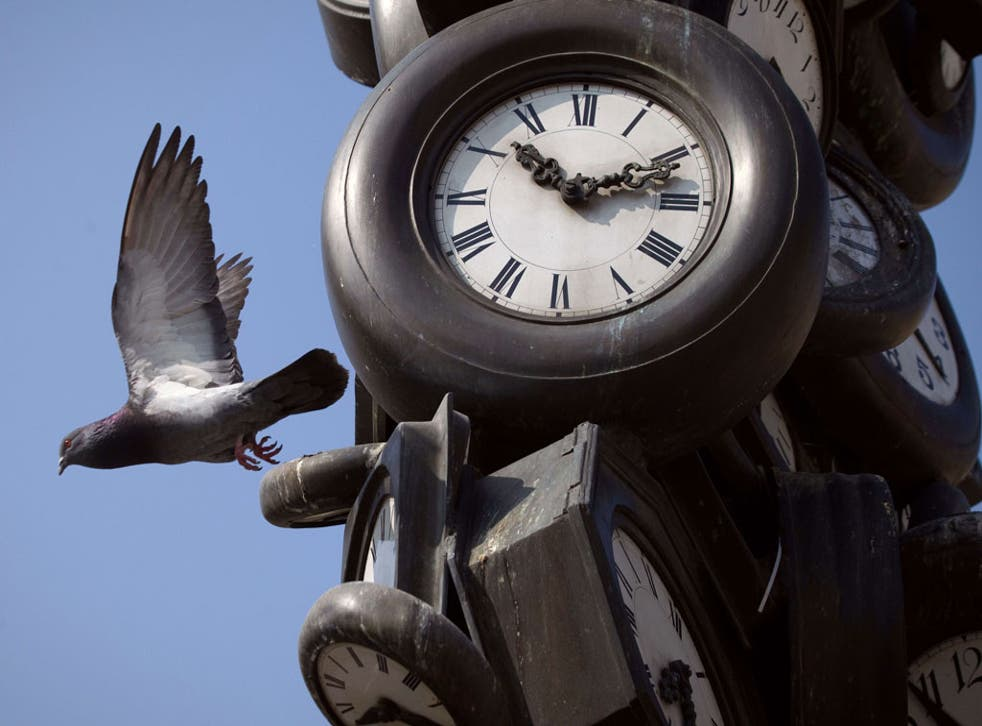 'Counterfeiters of life': The science of measuring time