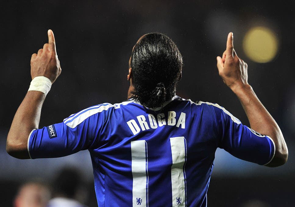 the latest a3d4d f4e46 Oscar gives Dider Drogba Chelsea's No 11 shirt for new ...