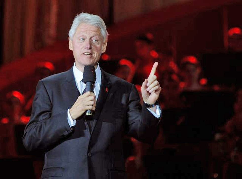 Bill Clinton has defended Barack Obama's response to the crisis