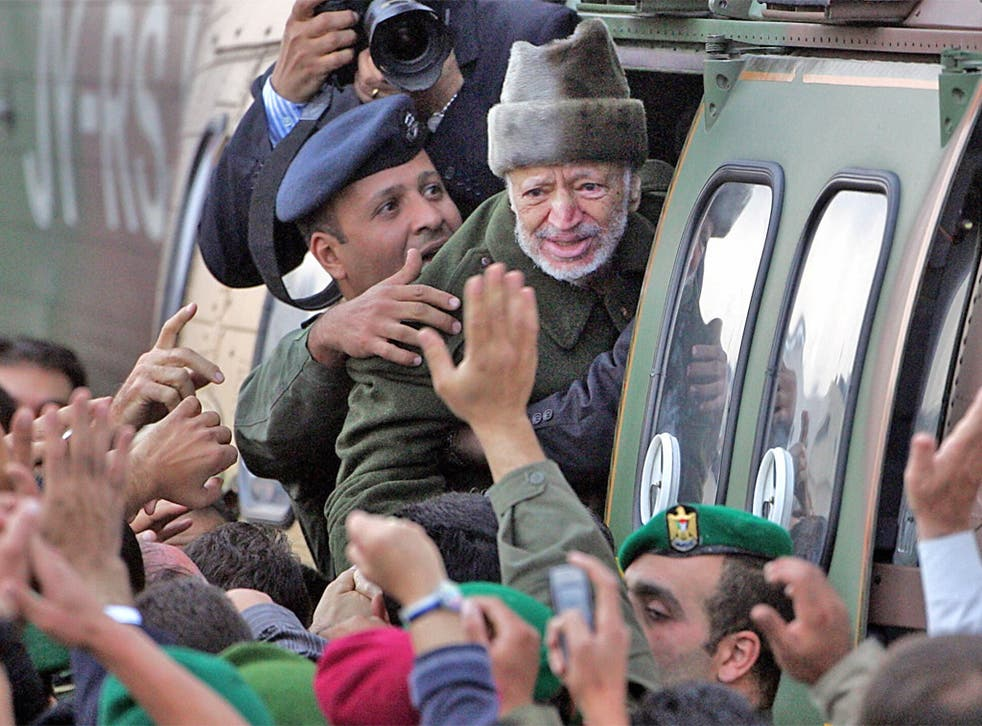 Yasser Arafat boards a helicopter en route to Paris in October 2004