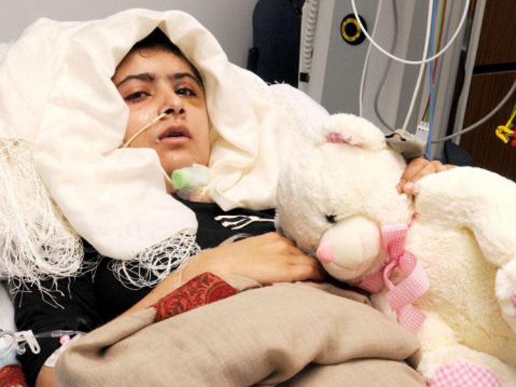 Η Μαλάλα στο νοσοκομείο λίγο καιρό μετά την επίθεση.