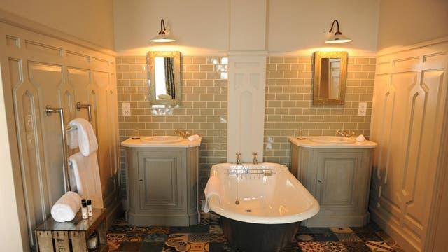 Rustic retreat: Roll-top bath in a Spacious room
