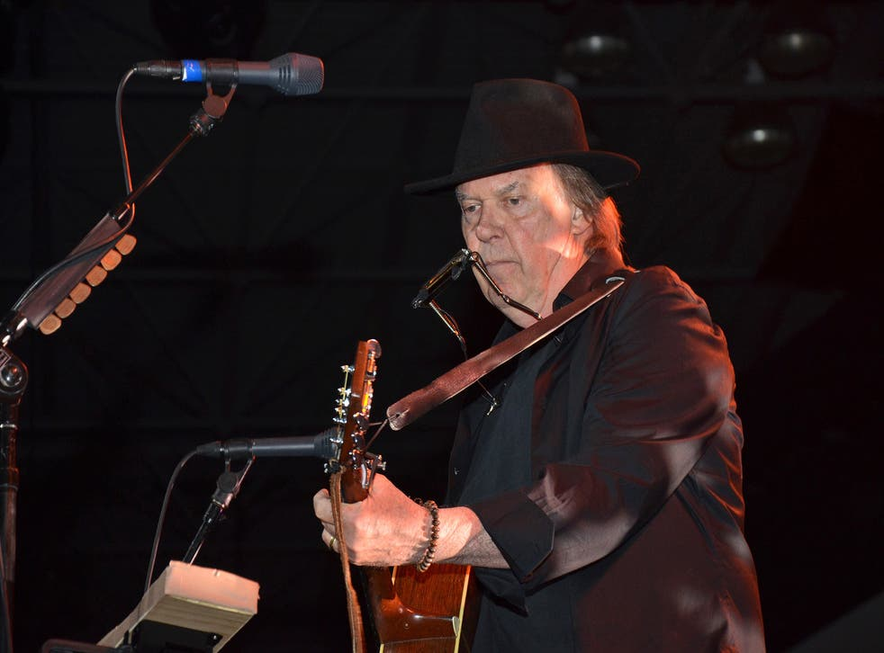 Rocker Neil Young raises half a million dollars to popularize Pono, his high-fidelity format for downloading music, in a challenge to MP3s.