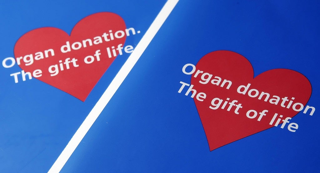 becoming an organ donor For more information about becoming a donor,  just 1 organ and tissue donor can save up to 8 lives and make life better for up to 75 other people.