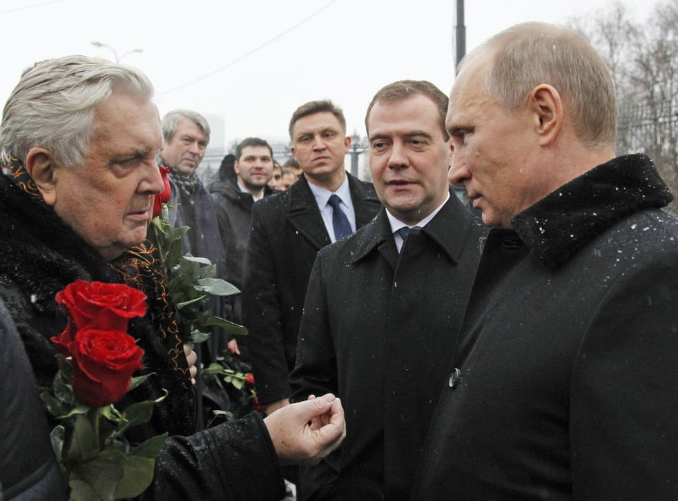 President Vladimir Putin and Prime Minister Dmitry Medvedev meet artist Ilya Glazunov