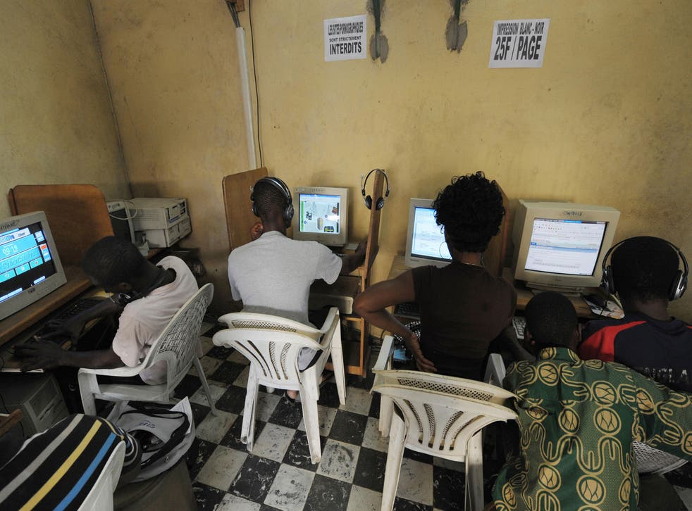 Young people in the Ivory Coast surf the internet