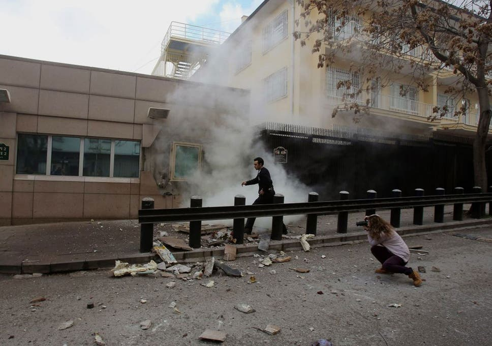 Police investigate cause of Mexico City office blast that