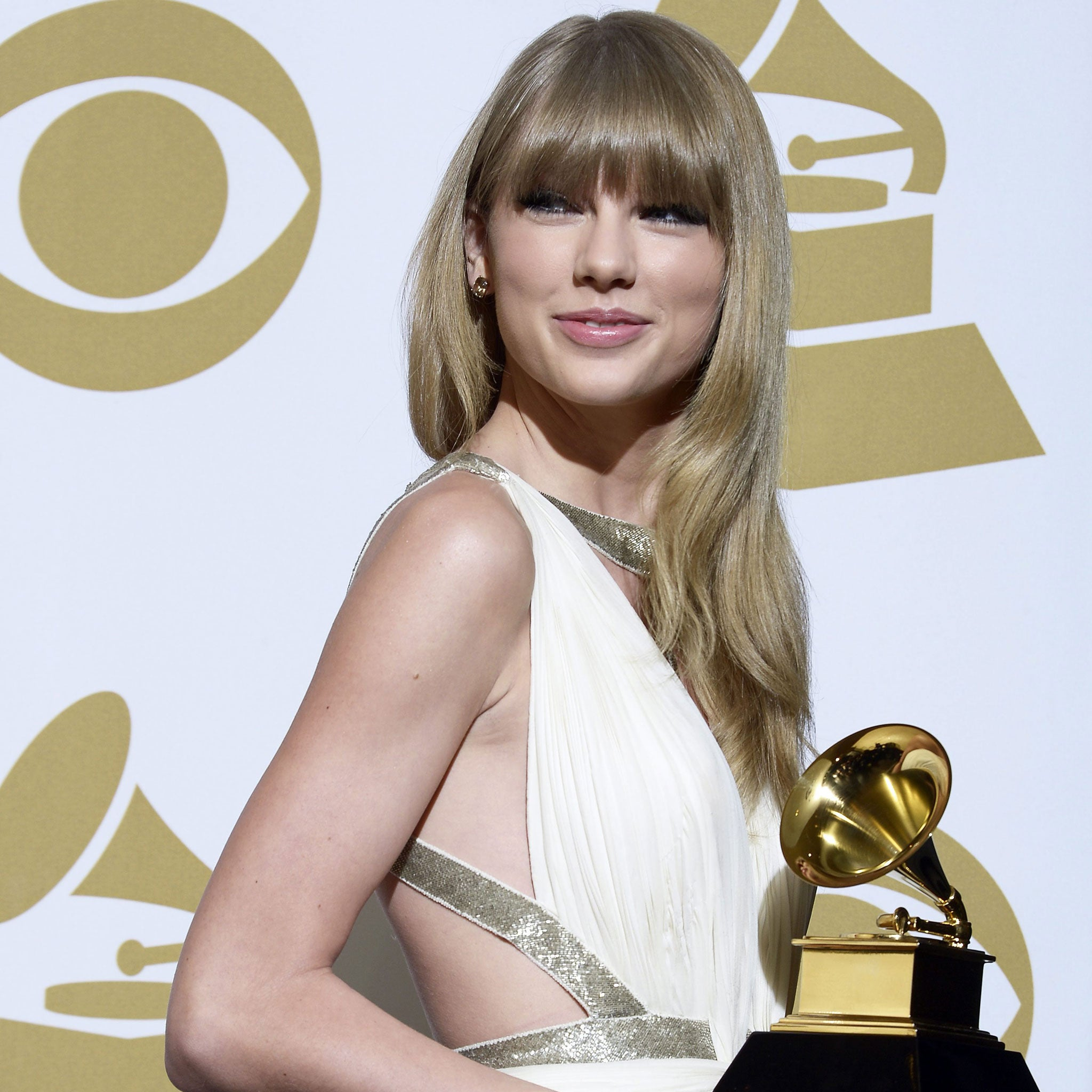 I Still Love You Taylor Swift Fakes British Accent To Mock Harry Styles At The Grammys The Independent The Independent