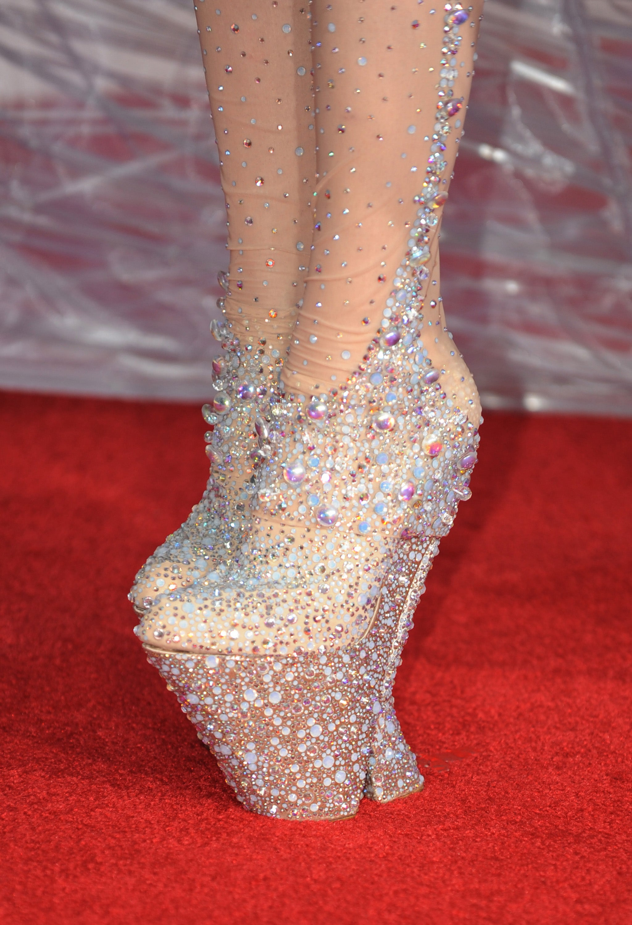 lady gaga left unable to walk could the shoes be the