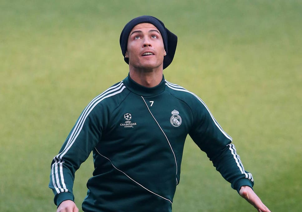 official photos f7dd2 c04e4 Welcome to Manchester: Cristiano Ronaldo trains at the ...