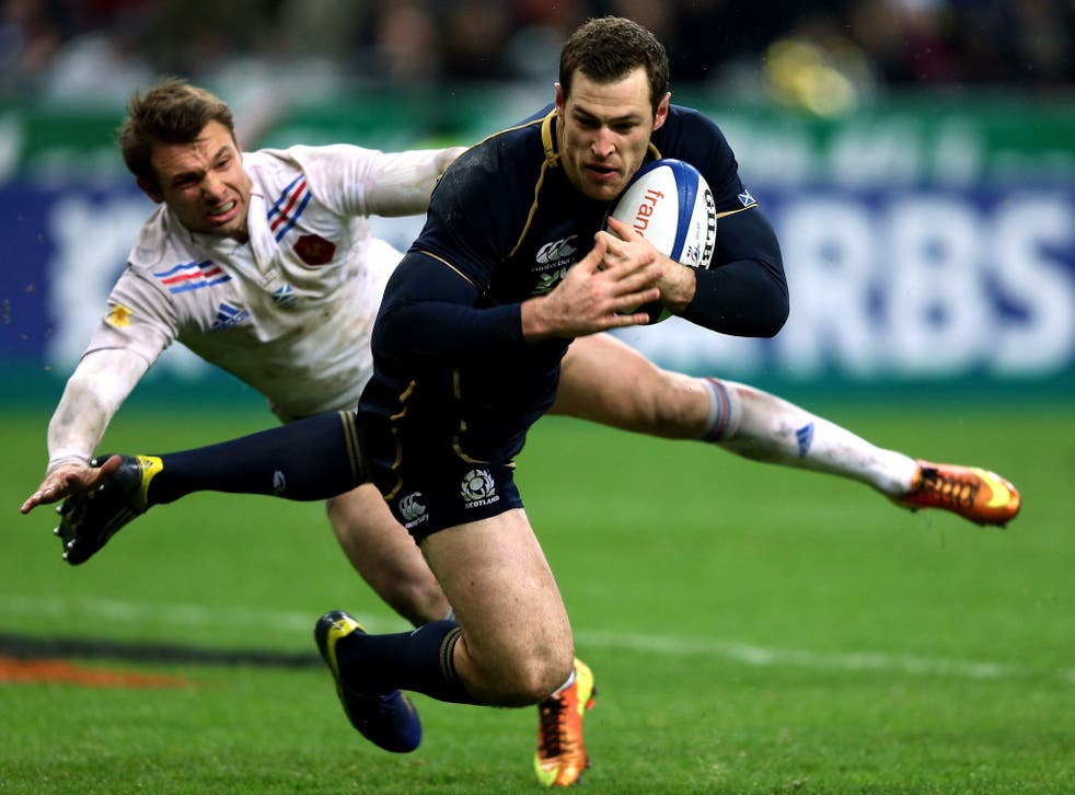 Tim Visser of Scotland scores a try during the RBS Six Nations match between France and Scotland