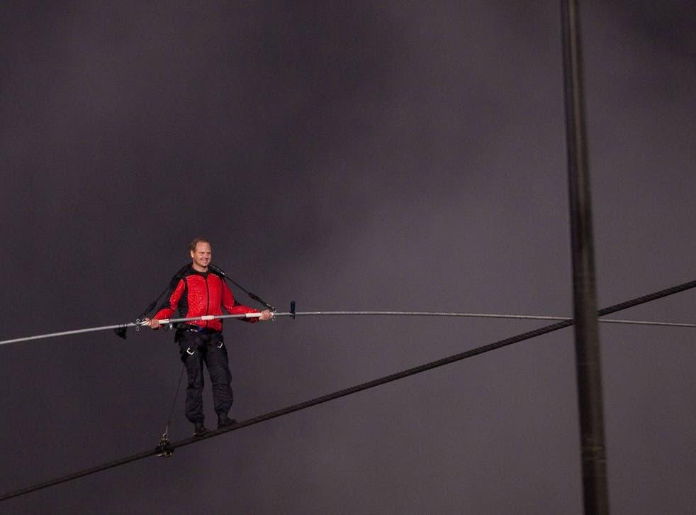 Nik Wallenda crossing Niagara Falls on a wire in 2012
