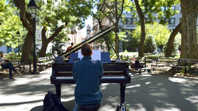 Piano man: music practice in Washington Square
