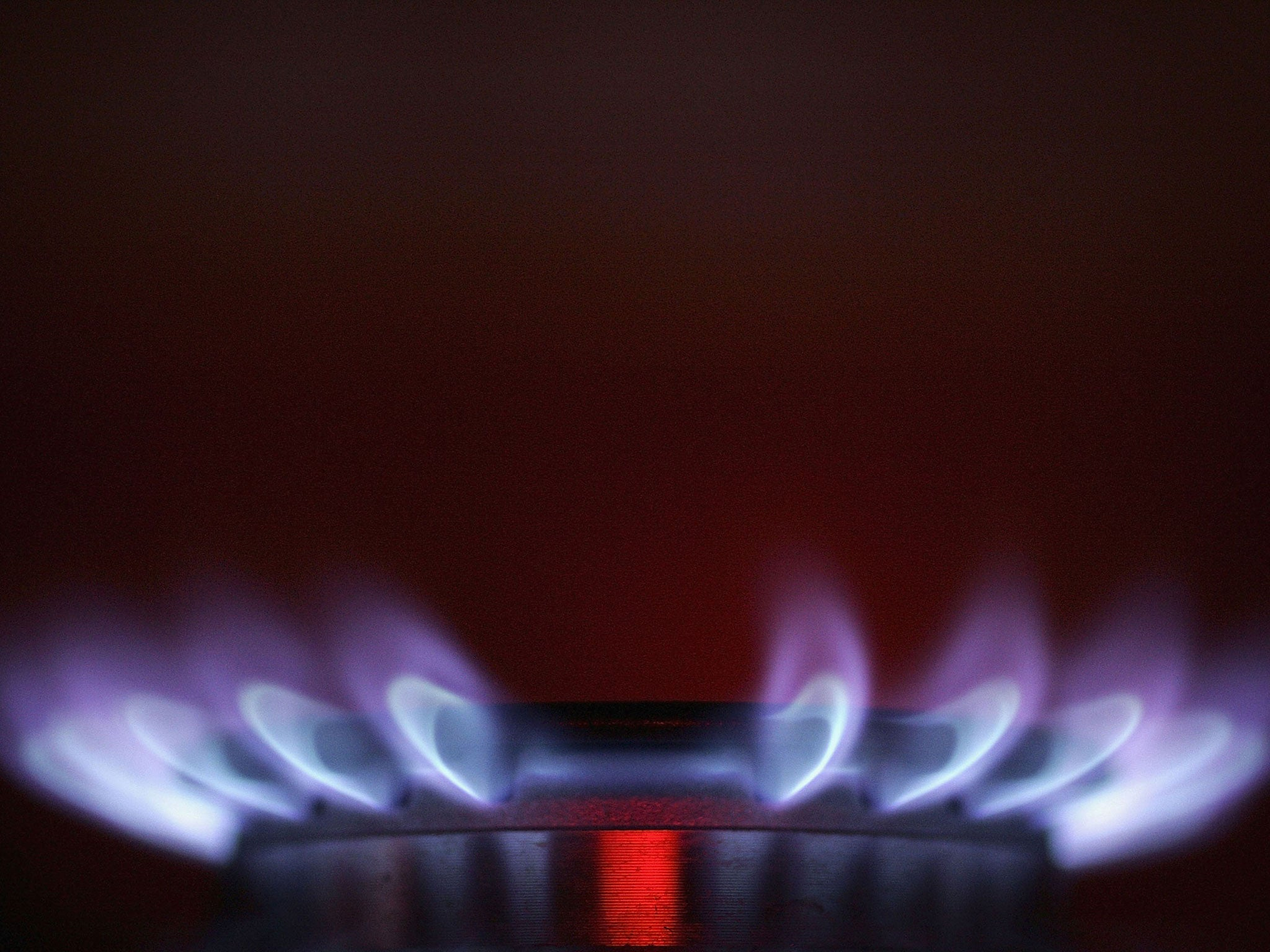 Gas crisis: consumers face shock £200 rise in bills as cold weather and snow lead to low fuel reserves