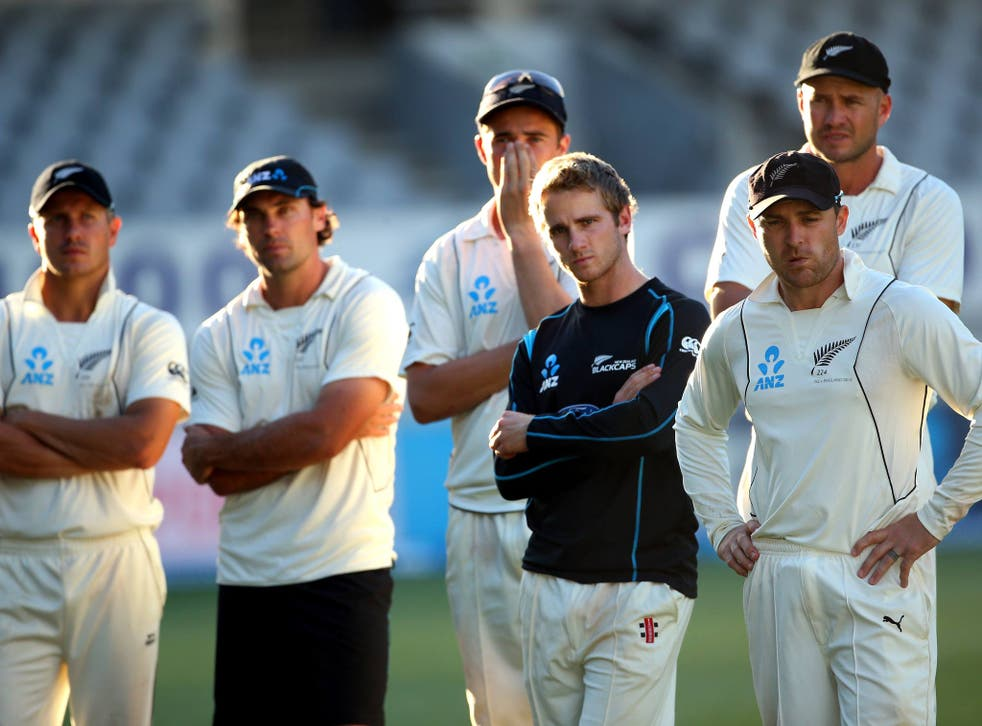 Neil Wagner, Dean Brownlie,Tim Southee, Kane Williamson, Brendon McCullum and Peter Fulton of New Zealand look on after the draw with England