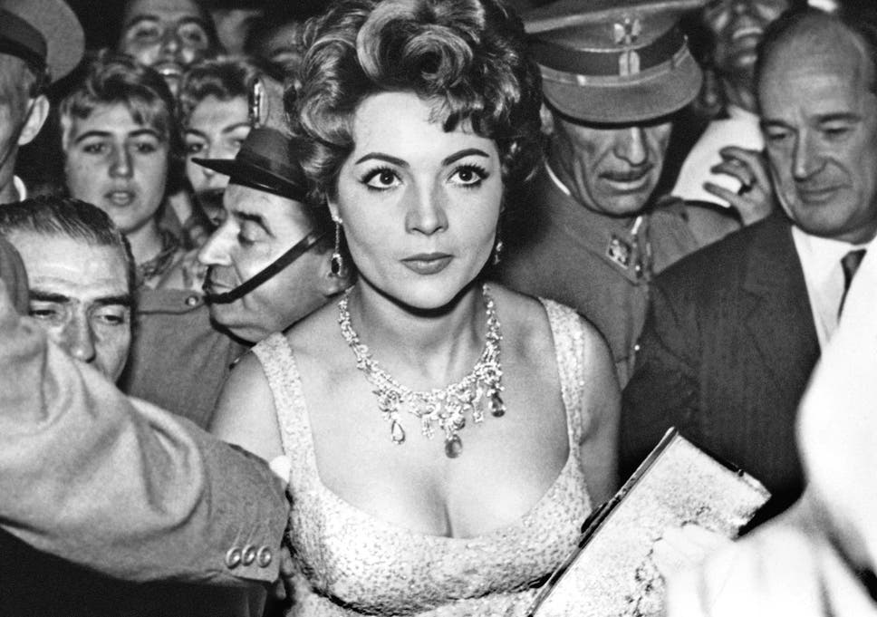 Montiel Surrounded By Fans At A Madrid Film Premiere