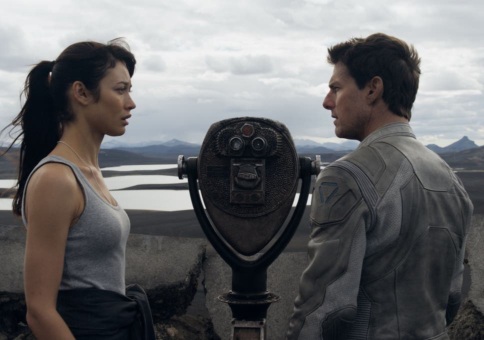 Scorched Earth Tom Cruise And Olga Kurylenko In Oblivion Joseph Kosinskis Small Scale