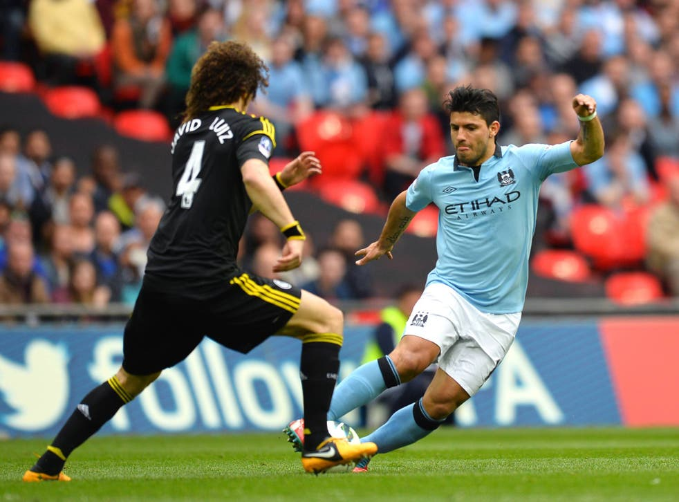Sergio Aguero up against David Luiz