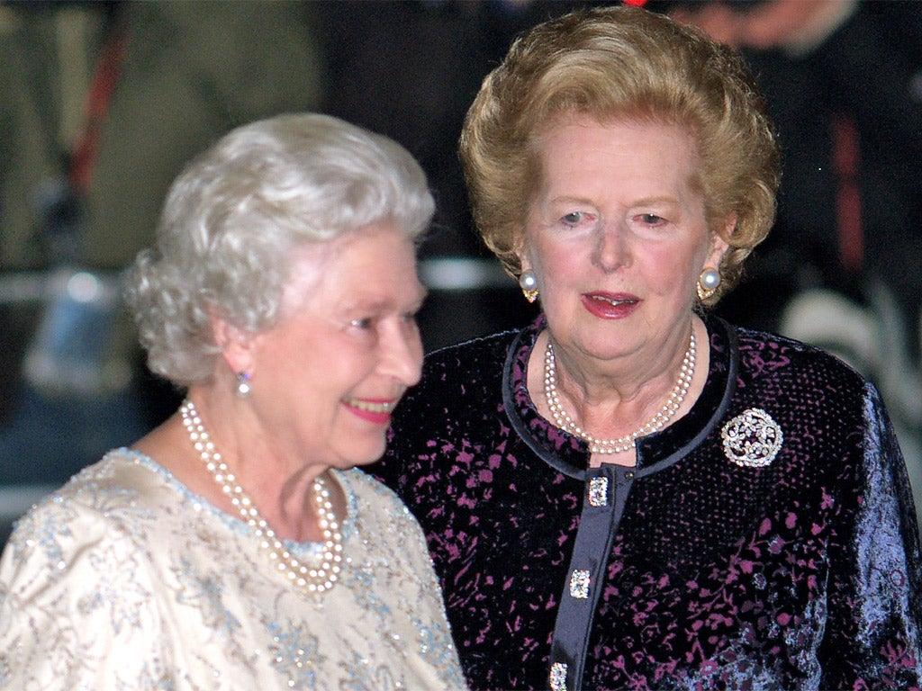 La Reina Isabel II y Margaret Thatcher.