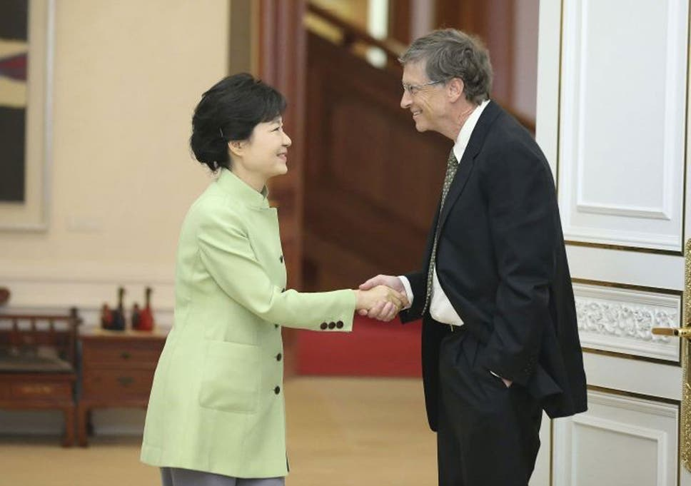 Bill gates casual handshake has south koreans up in arms the the microsoft founder has been accused of disrespecting the south korean president park geun m4hsunfo