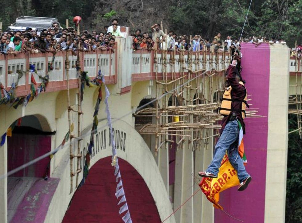 Indian stuntman Sailendra Nath Roy, watched by onlookers while attempting to cross the River Teesta, shortly before his death