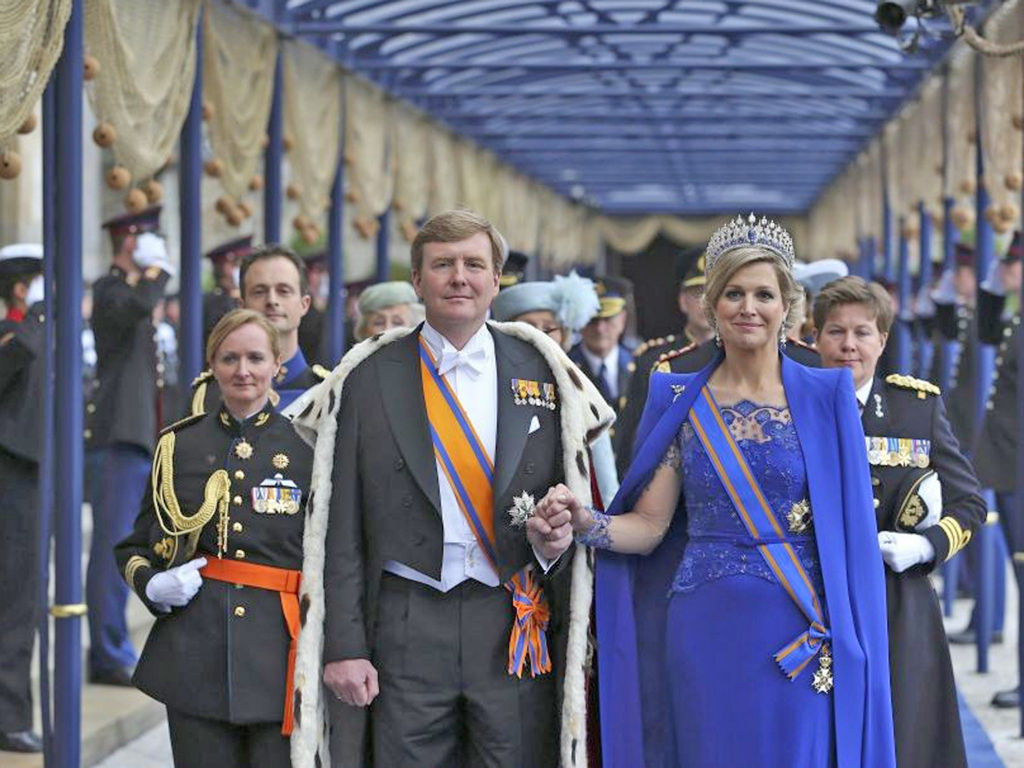 Paint The Town Orange Willem Alexander Sworn In As King Of The