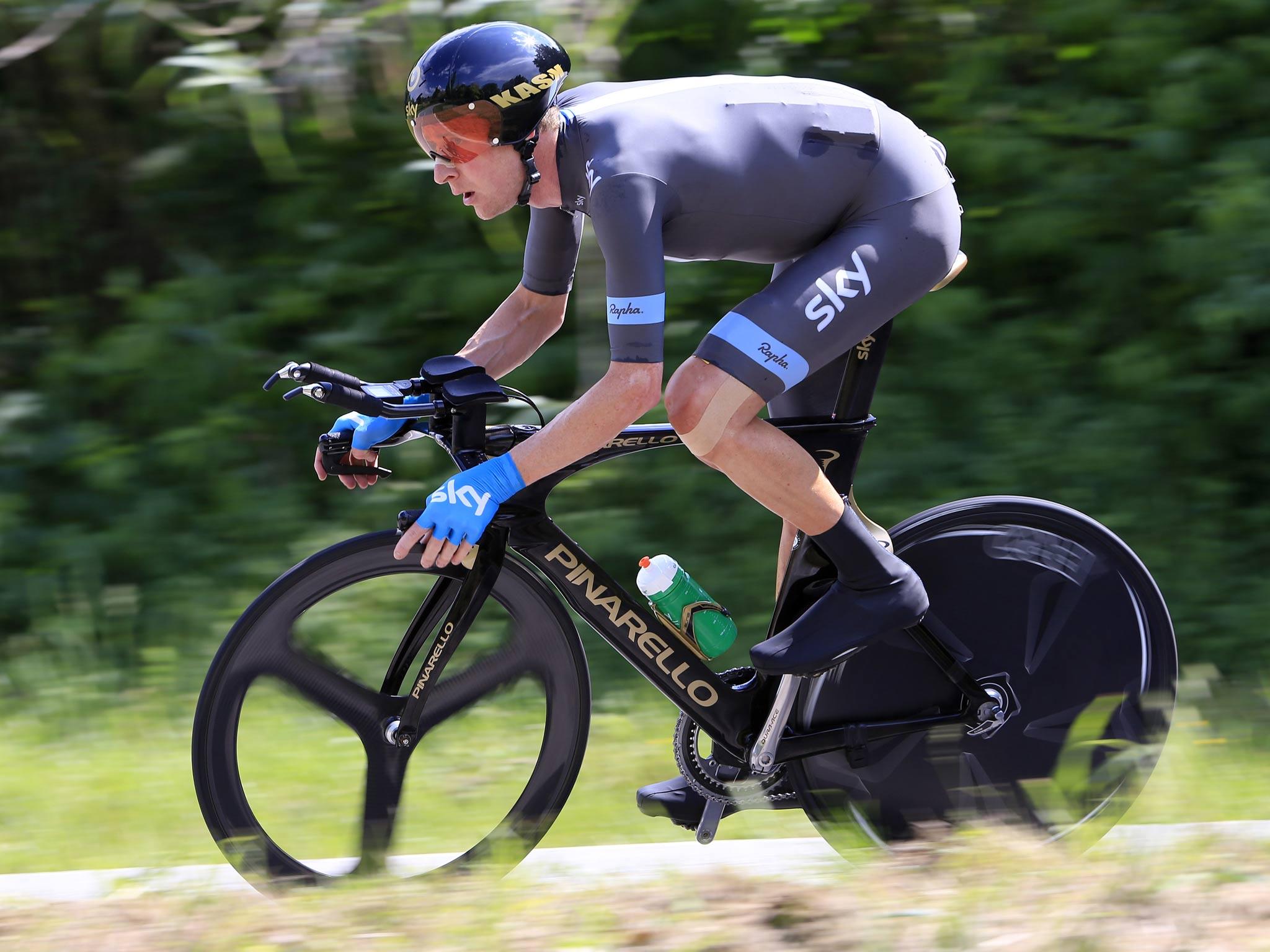 Giro d'Italia: Bradley Wiggins' struggles continue in rain-soaked ninth stage