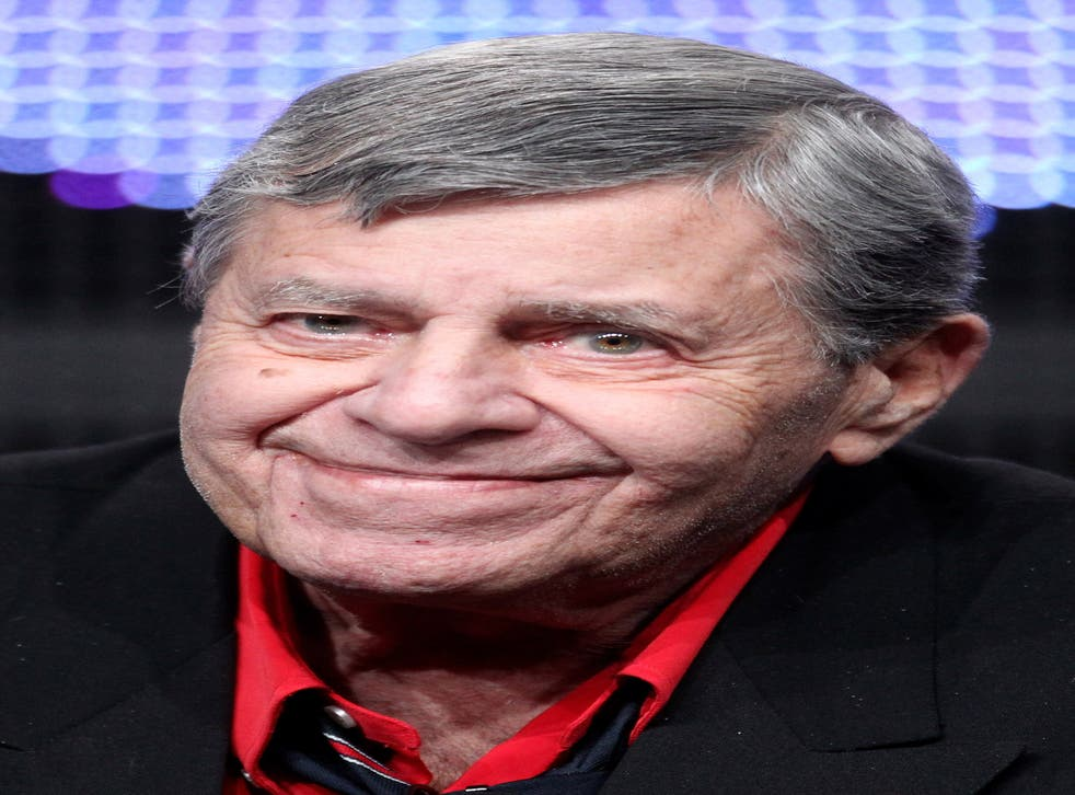 Jerry Lewis says he doesn't like women comics