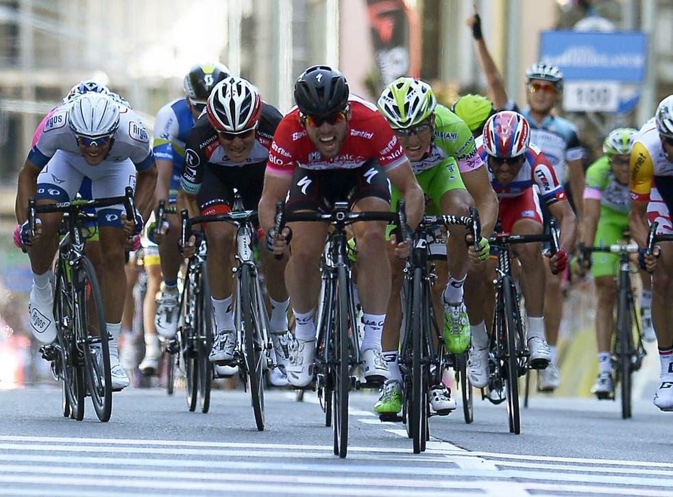Mark Cavendish (centre) sprints to win the final stage of the Giro d'Italia in Brescia