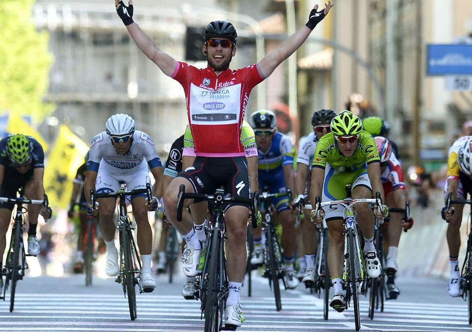 Cavendish celebrates as he crosses the finish line to win the final stage  of the Giro e575323fd