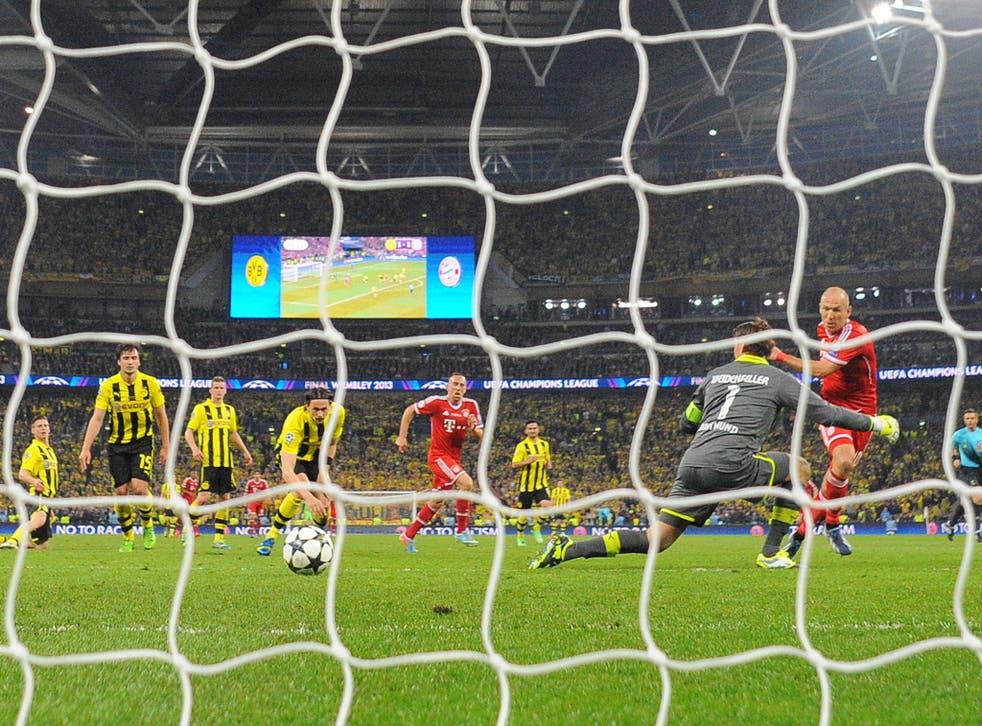 Arjen Robben scores the decisive goal of a brilliant match