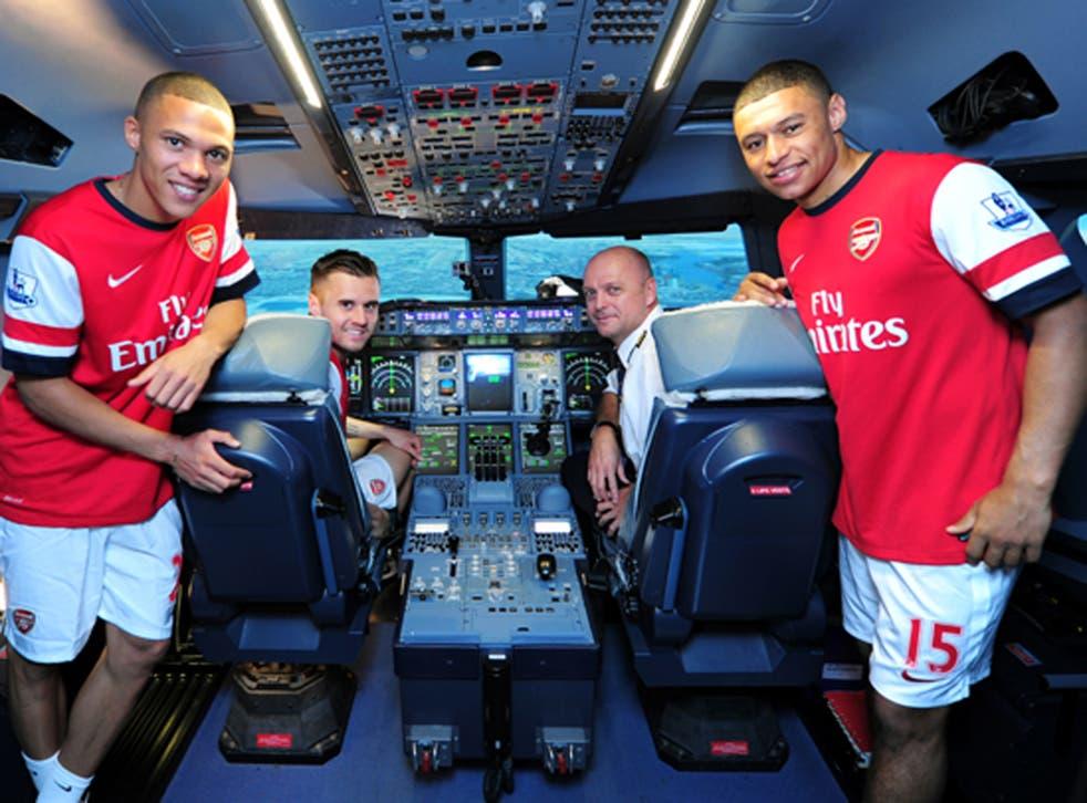 Kieran Gibbs, Carl Jenkinson, Captain Warren Coles and Alex Oxlade-Chamberlain in an A380 flight simulator at Emirates Aviation College in Dubai