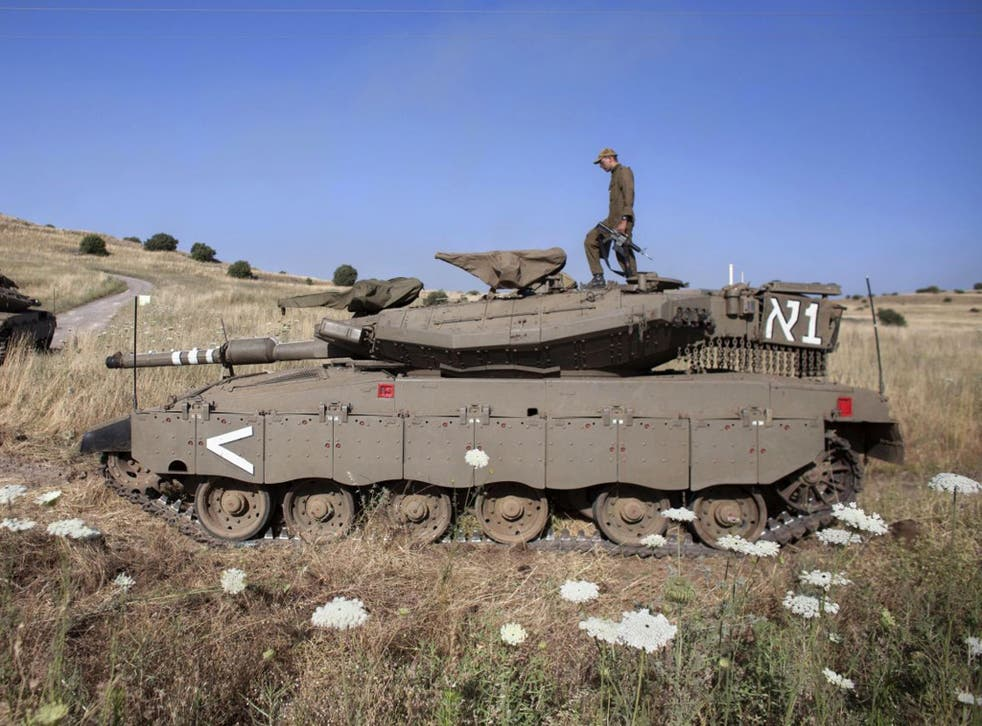 Israeli troops near the Quneitra crossing to Syria