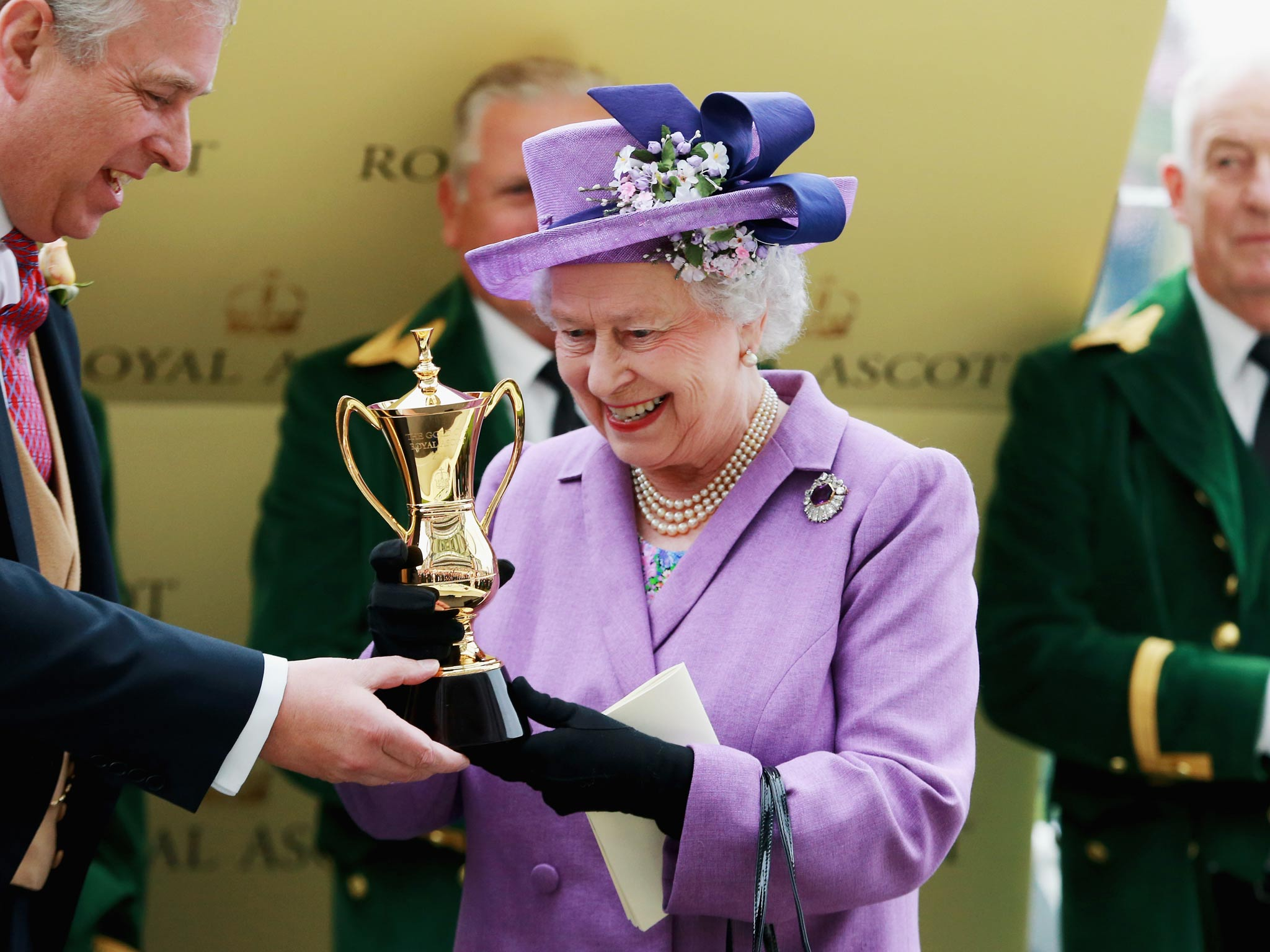 royal ascot queens horse estimate wins the gold cup