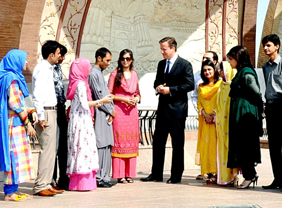 David Cameron talking to a group of Pakistani students in Islamabad