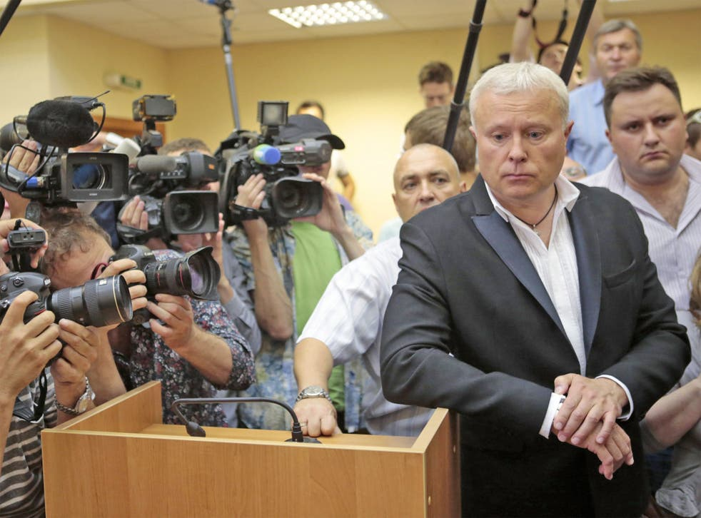 Alexander Lebedev is surrounded by media in the Moscow courtroom