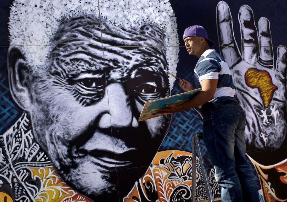 A big hand for Mandela: artist reveals giant portrait | The ...