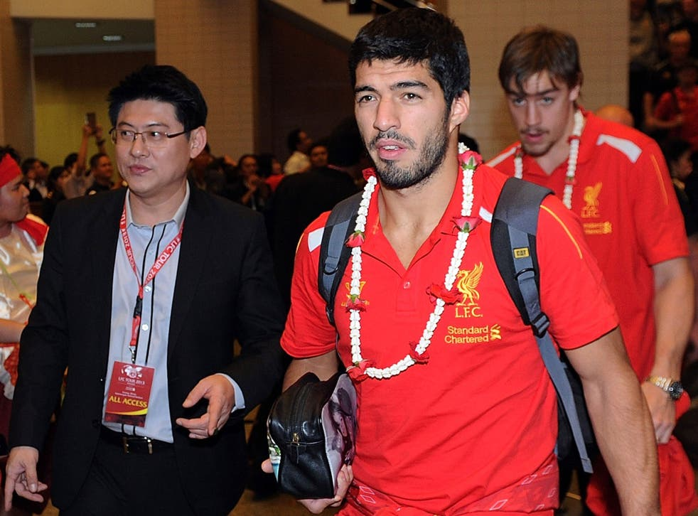 Luis Suarez arrives in Bangkok with the Liverpool team