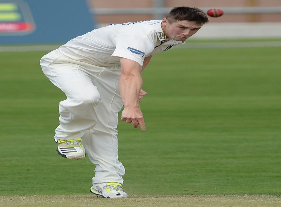Chris Woakes took 4 for 31 to give Warwickshire hope of victory