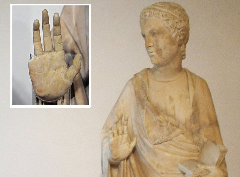 An American tourist has accidentally snapped the finger off a priceless 14th century statue in Florence.