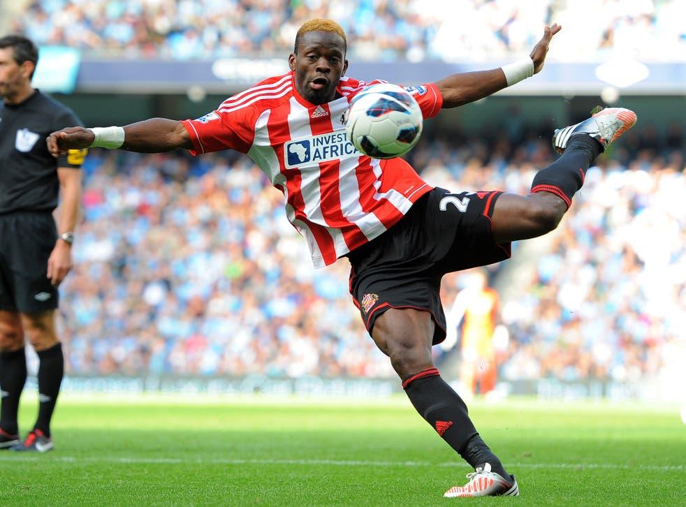 Louis Saha in action for Sunderland
